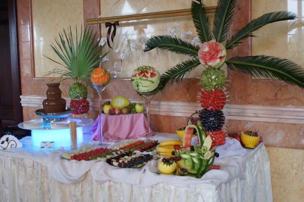 Bufet owocowy, carving, fontanna czekoladowa, Pałac Bursztynowy Włocławek