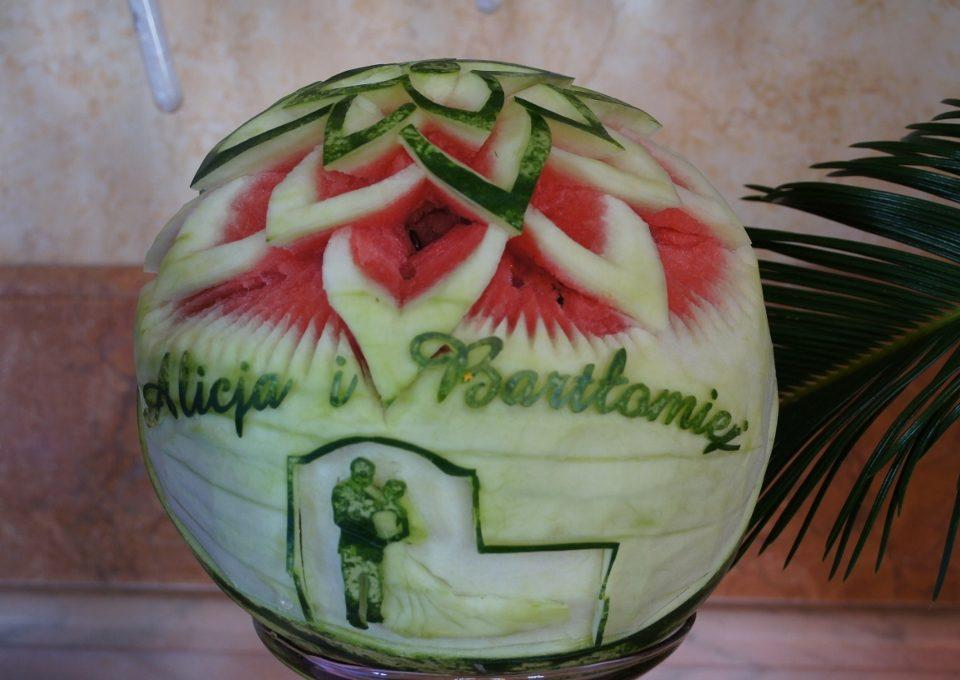 Carving ślubny w arbuzie, dekoracje owocowe