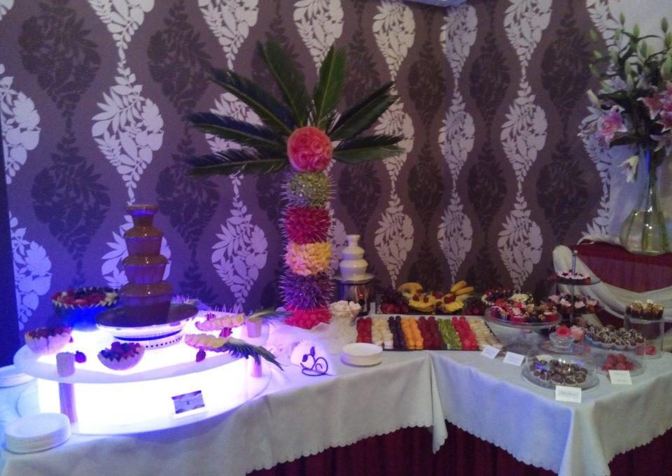 Fontanna czekoladowa, palma owocowa, candy bar