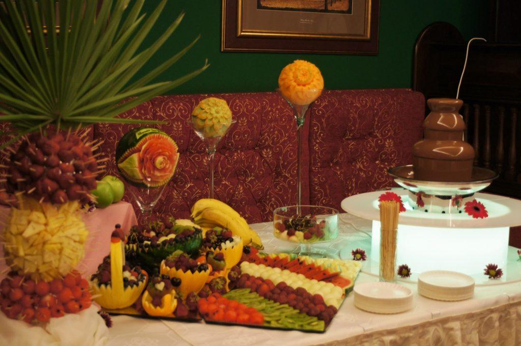 Fontanna z czekolady i bufet owocowy w Pałacu Bursztynowym we Włocławku