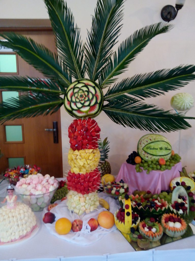 Palma owocowa i dekoracje owocowe - bufet owocowy