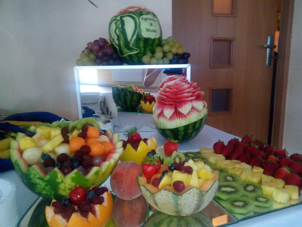 Bufet owocowy, dekoracje owocowe, carving