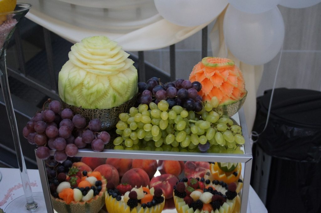 Carving, dekoracje owocowe Biały Fortepian Koło