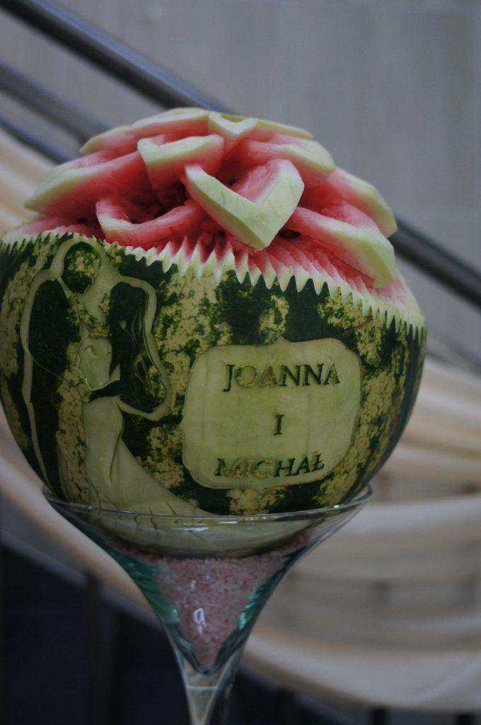 Rzeźby w owocach na wesele