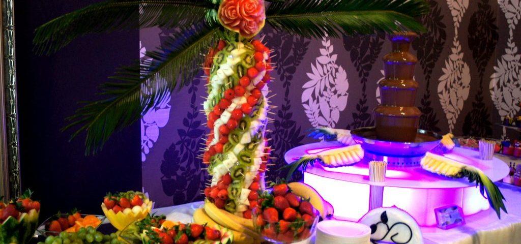 Bufet owocowy carving fontanna czekoladowa