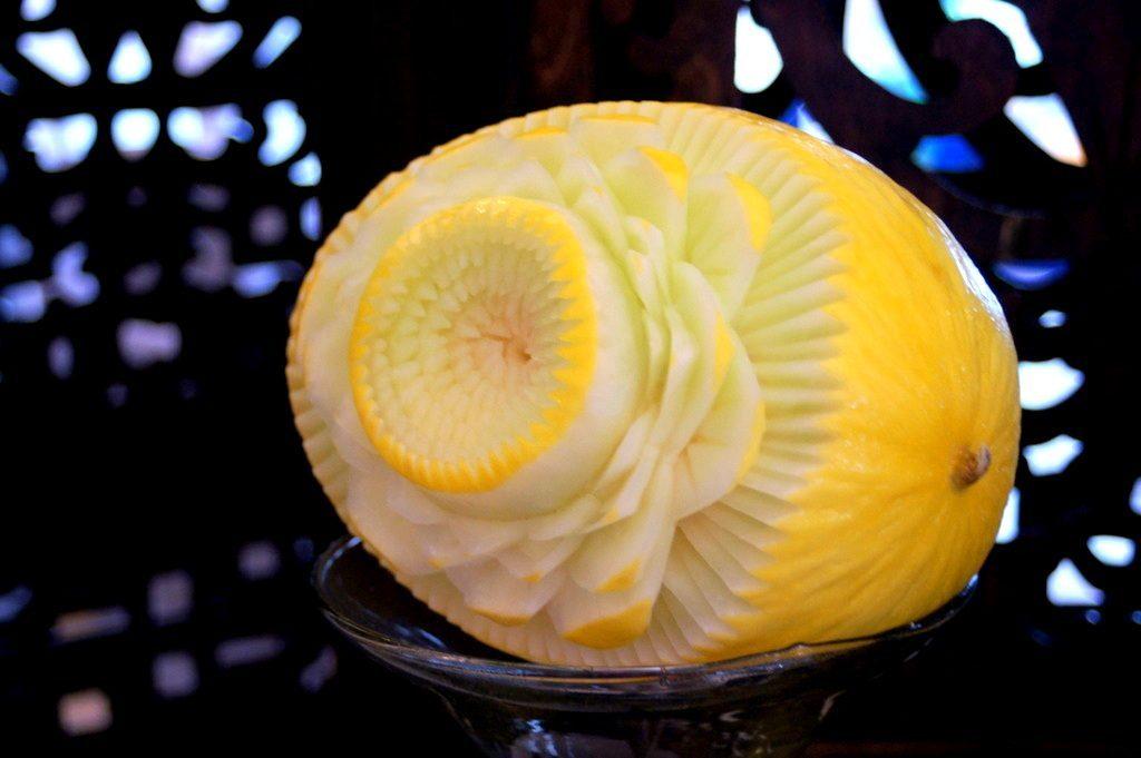 Dekoracje owocowe, carving