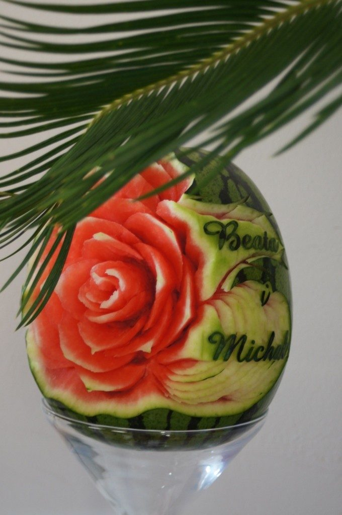 Dekoracje owocowe, rzeźby z arbuzów