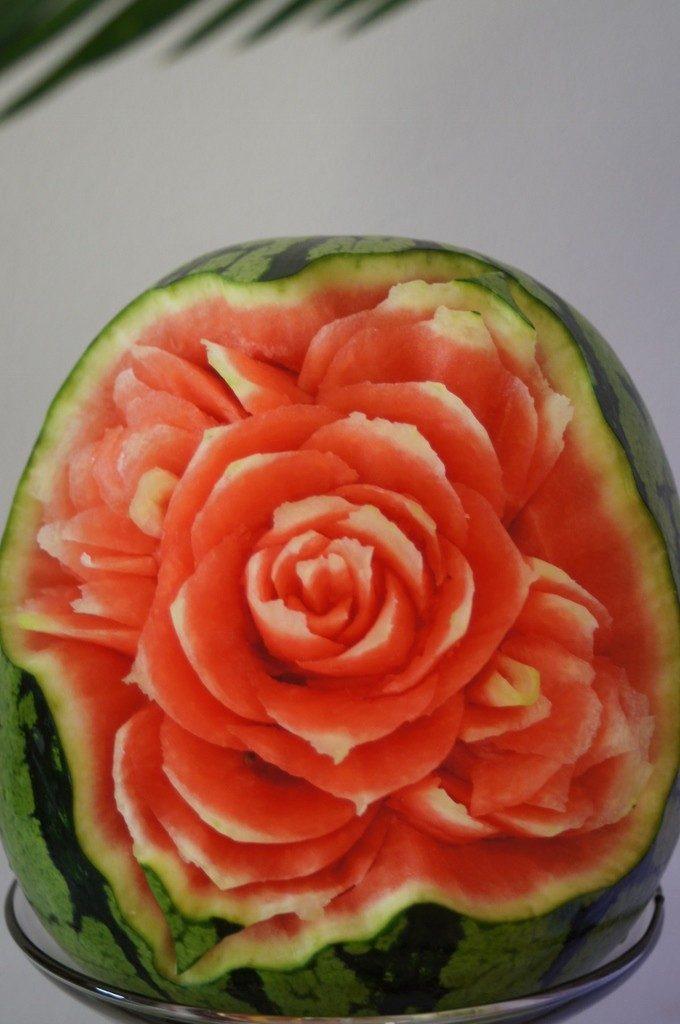 Dekoracje w owocach, carving