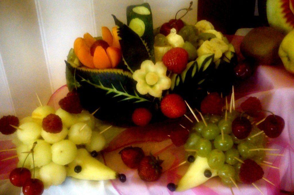 Kosze owocowe, dekoracje owocowe, carving