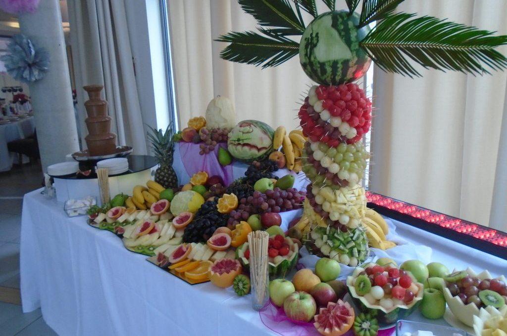 stół owocowy fontanna czekoladowa aroma stone hotel sycow