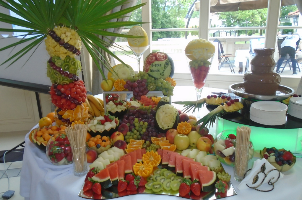 Bufet owocowy Pałac w Tłokinii