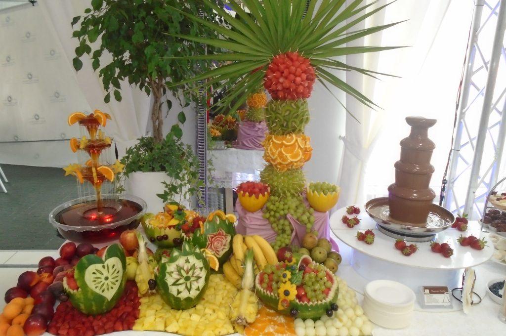 Fontanna czekoladowa, bufet owocowy, Biały Fortepian Koło