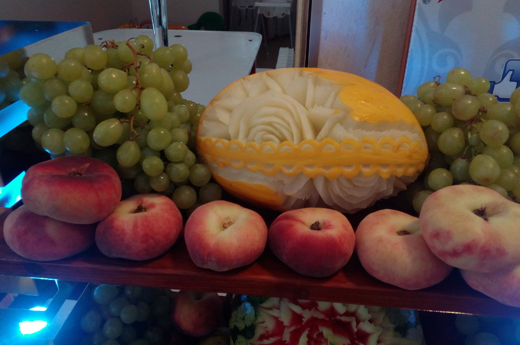 Stół owocowy, carving Karczma Biesiadna Turek