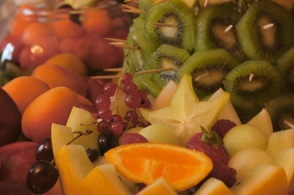 bufet owocowy, stół owocowy, Pałac Tarce