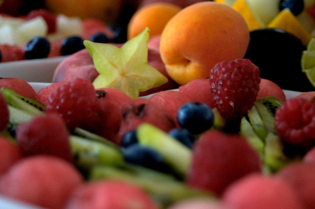 bufet owocowy, owocowy stół Dworek w Grabowie nad Prosną