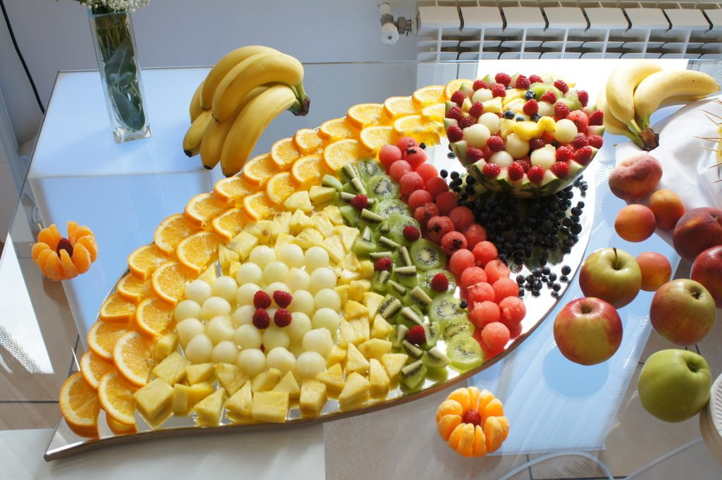 dekoracje owocowe na wesele, bankiet