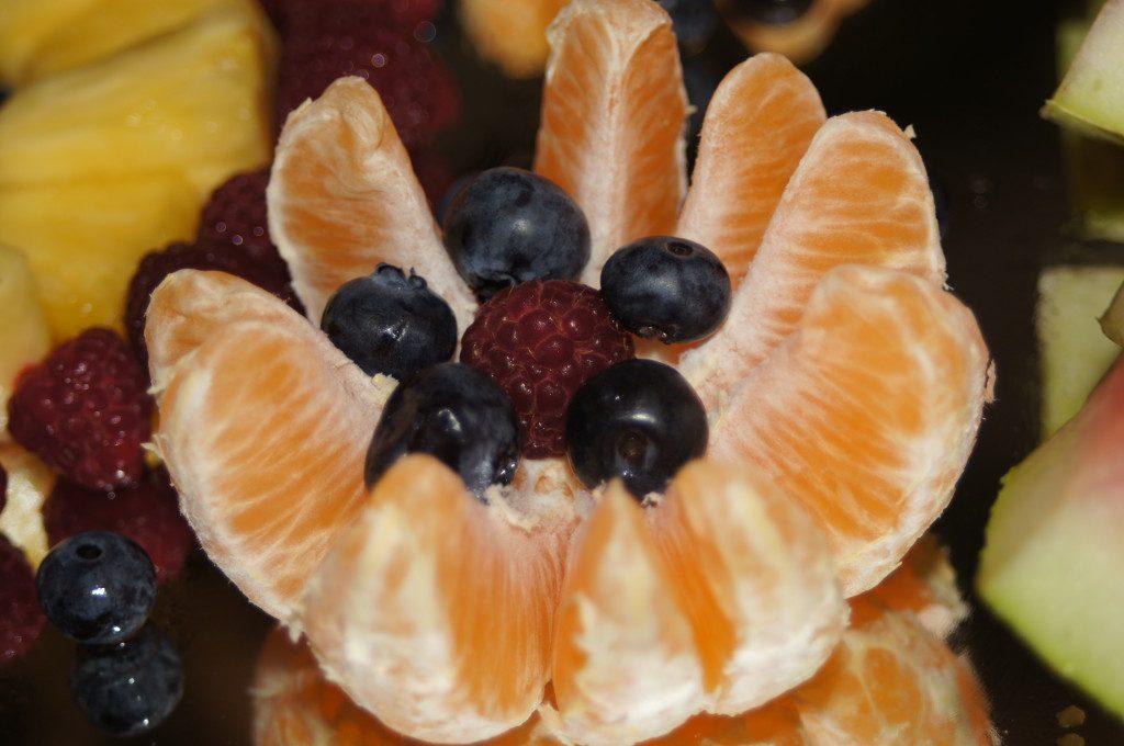 owocowe stoły, dekoracje owocowe Dom Weselny Jola Kolnica k. Brudzewa