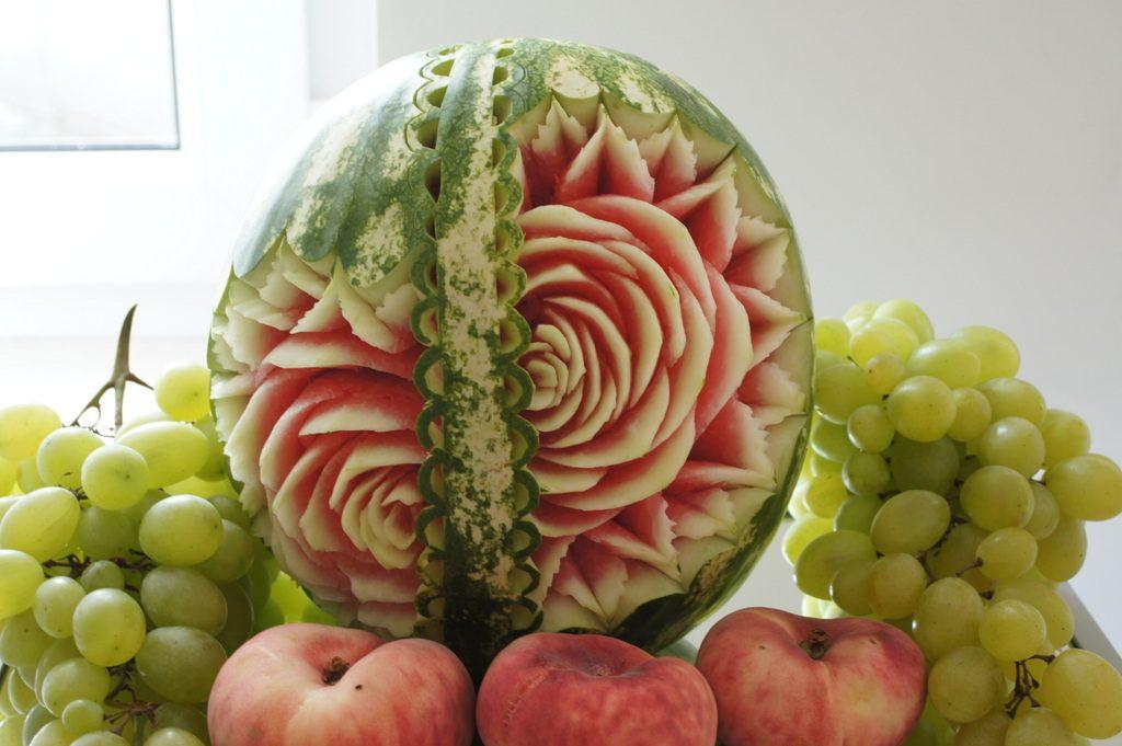 stół z owocami Eden w Turku, stół owocowy Turek, dekoracje owocowe Eden w Turku, fruit carving Turek