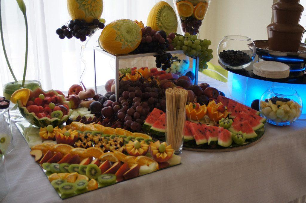 Bufet owocowy, stół owocowy, dekoracje owocowe fruit carving