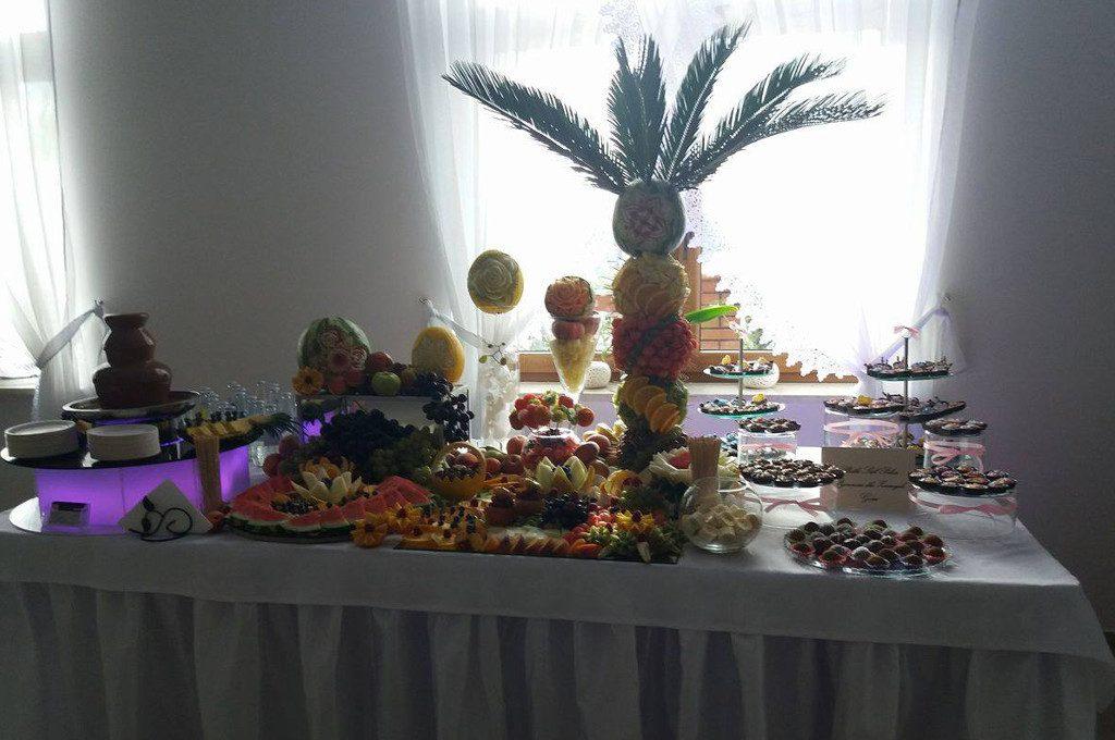 Dekoracje owocowe, palmy owocowe, słodkie stoły Zajazd u Kwiatków Sompolno