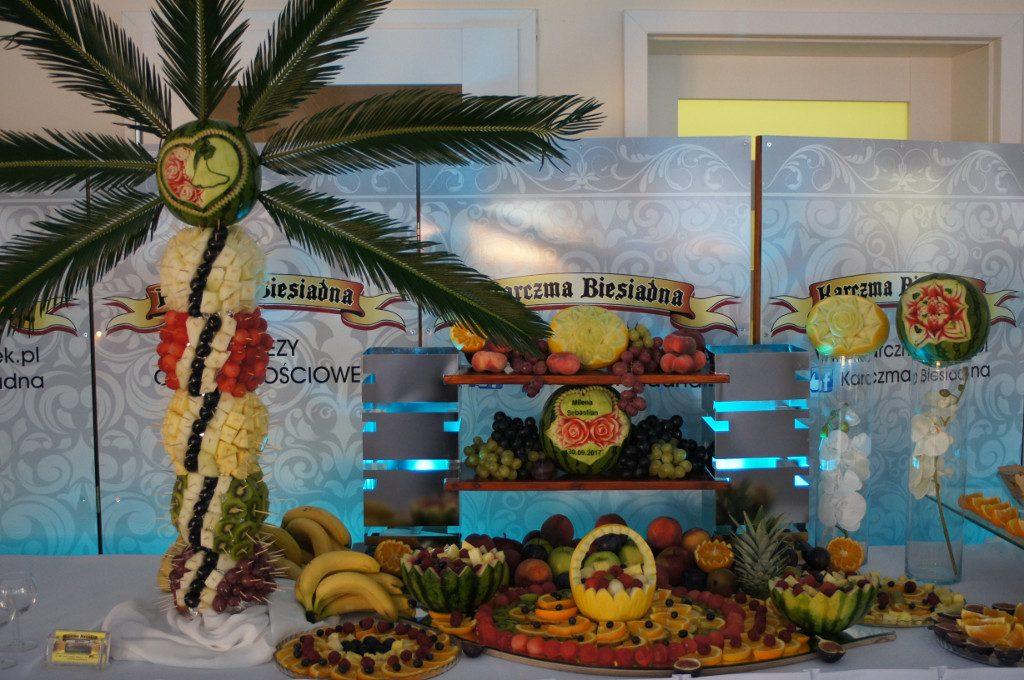 Bufet wocowy, owocowy stół, carving Karczm Biesiadna