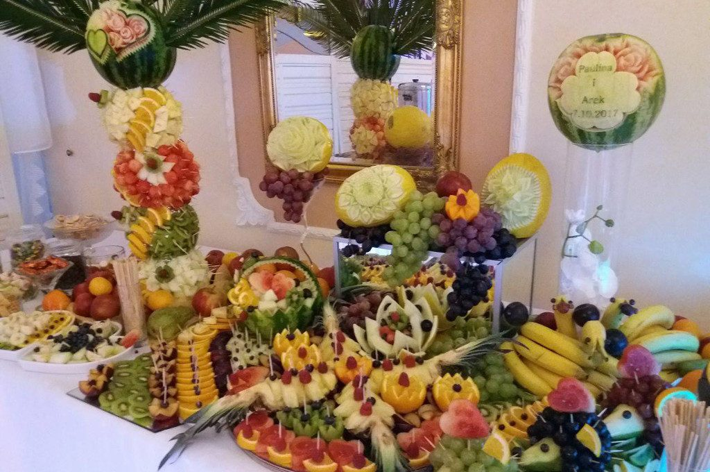 dekoracje owocowe, stół owocowy Zajazd Staropolski Turek