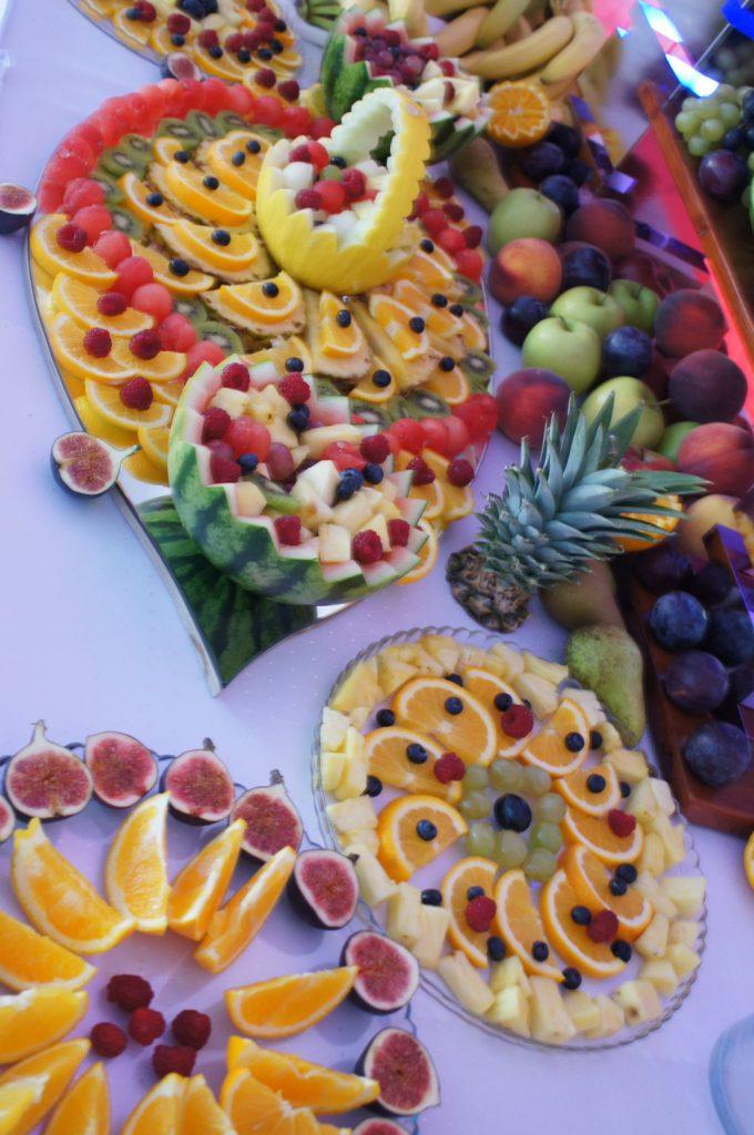 dekoracje owocowe, stoły owocowe Karczma Biesiadna Turek