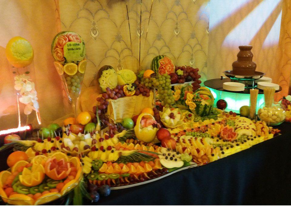 bufet owocowy i fontanna czekoladowa 18-stka Kalisz