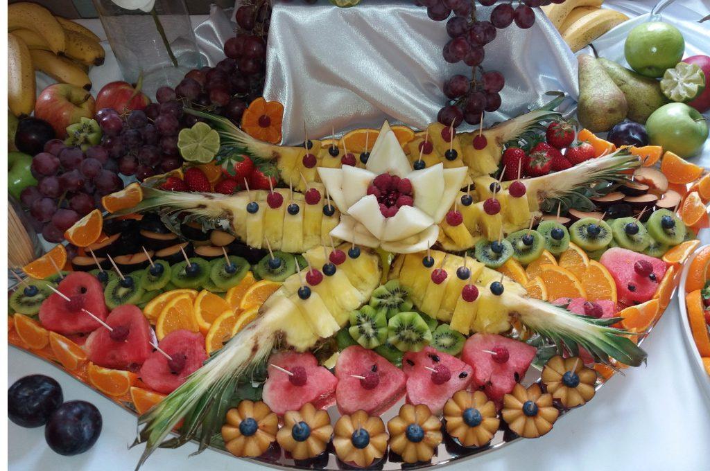 Bufet owocowy, fontanna czekoladowa, carving, dekoracje owocowe, stół z owocami Koło, Turek, Konin, Warszawa, Łódź, Poznań