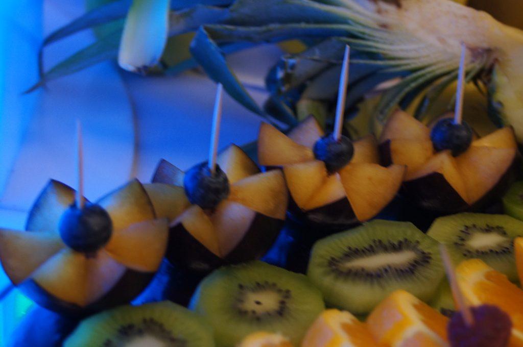 owocowe dekoracje, bufet owocowy, stół z owocami, fontanna czekoladowa Koło, Konin, Turek, Kłodawa
