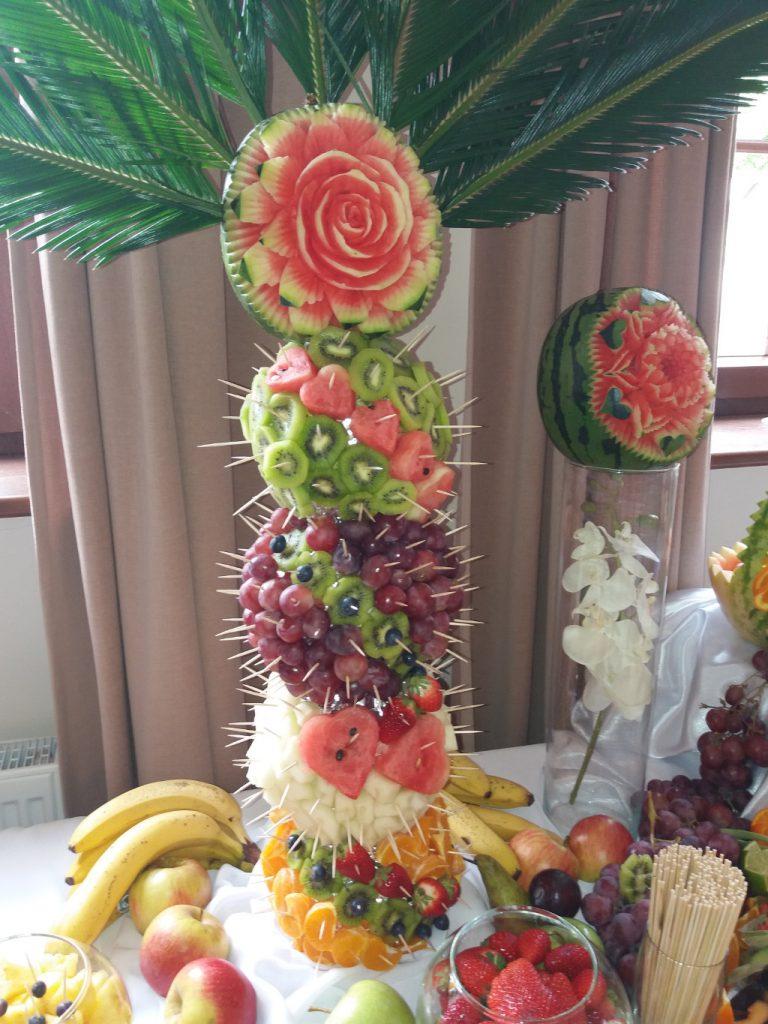 palma owocowa, rzeźbiony arbuz, dekoracje owocowe, stół owocowy, Izbica Kujawska, Kłodawa, Koło, Turek