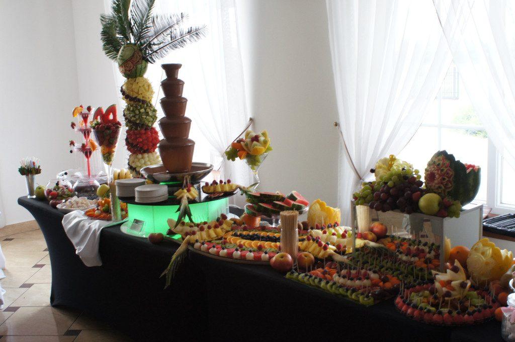stół z owocami, dekoracje owocowe, stół owocowy, bufet owocowy Turek Zajazd Staropolski