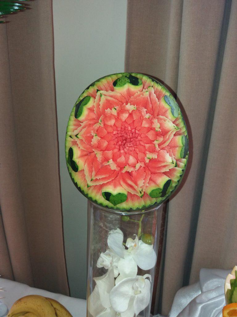 stół z owocami, rzeźbiony arbuz, dekoracje owocowe, stół owocowy, Izbica Kujawska, Kłodawa, Koło, Turek