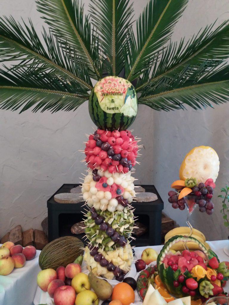 Palma owocowa, carving Jaworowy Dom