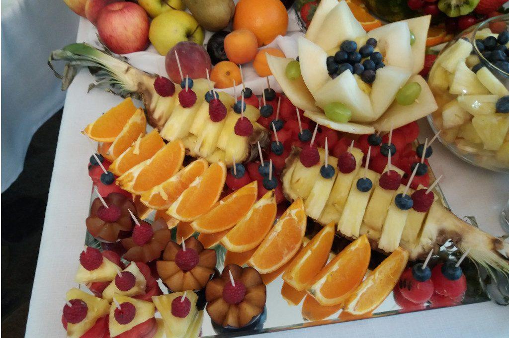 stół owocowy, carving, dekoracje owocowe Jaworowy Dom, Koło, Turek, Milicz