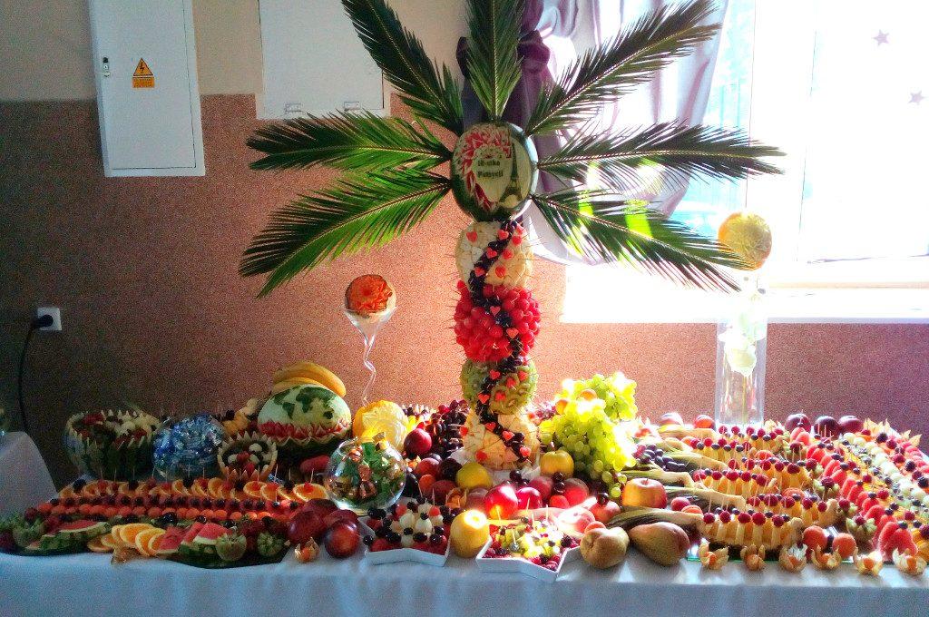 bufet owocowy, stół z owocami, fruit bar, bar owocowy, fruit carving