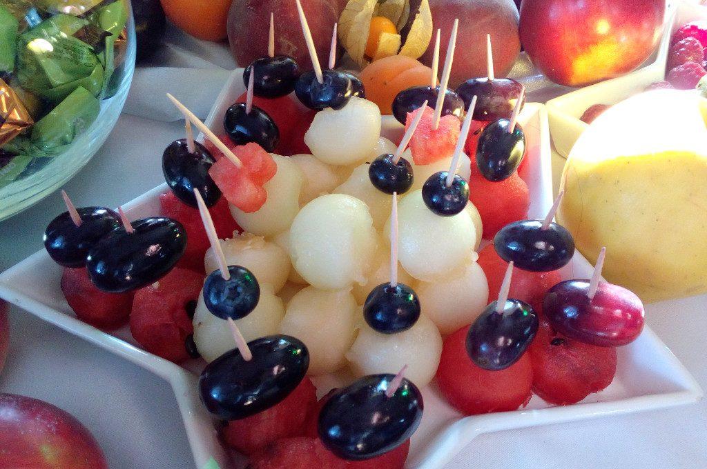 fontanna czekoladowa, dekoracje owocowe, bar owocowy, fruit bar, 18-stka, wesele, bankiet
