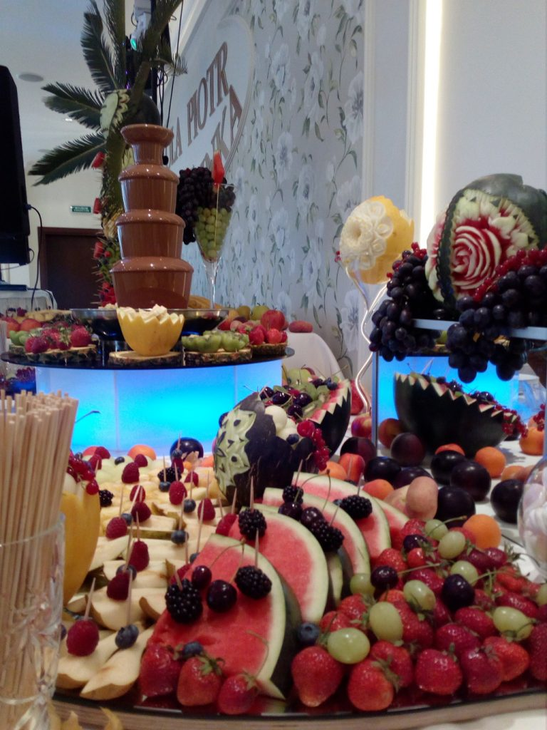 fontanna czekoladowa, fruit carving, dekoracje owocowe Koło, Turek, Łódź, Poznań
