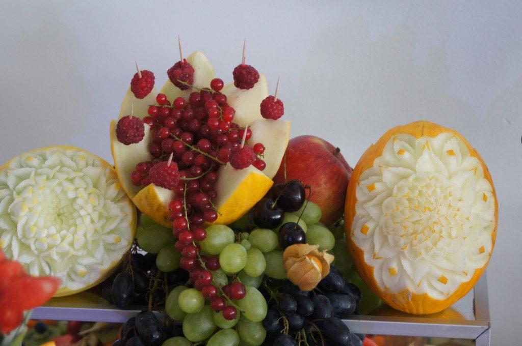 fruit Bar, fruit carving, dekoracje owocowe, stół z owocami Koło, Turek, Malanów Hacjenda