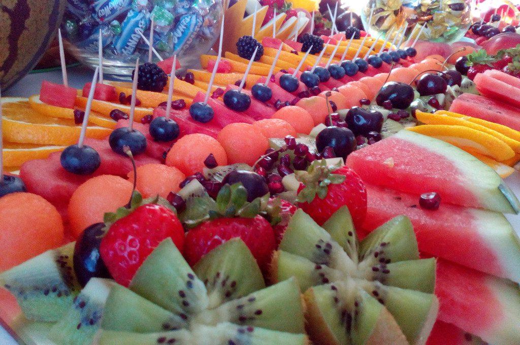 fruit bar, bufet owocowy, stół owocowy na 18-stkę, wesele, bankiet