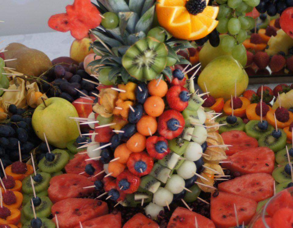 fruit bar, stół owocowy, dekoracje owocowe