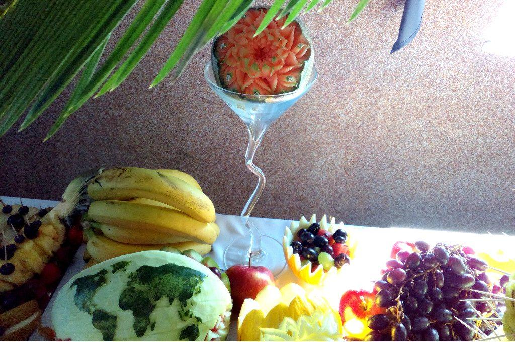 fruit carving, dekoracje owocowe, stół owocowy, fontanna czekoladowa