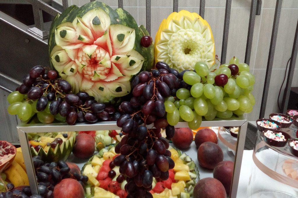 fruit carving, dekoracje owocowe, stół owocowy, fruit bar Łódź, Turek, Koło, Kalisz, Włocławek