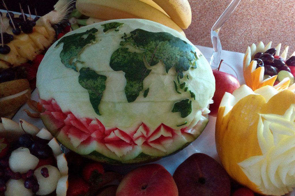 fruit carving na 18-stkę, podróż, dekoracje owocowe