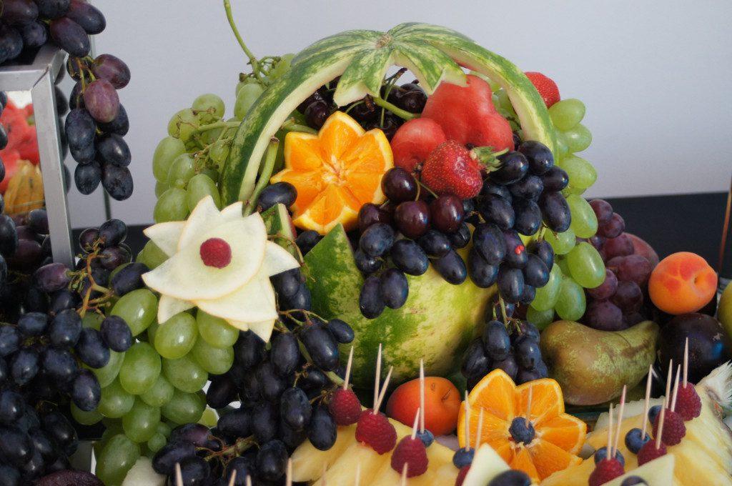 fruit carving, stół owocowy, stół z owocami, dekoracje owocowe, bufet owocowy Koło, Turek, Łódź, Poznań, Warszawa