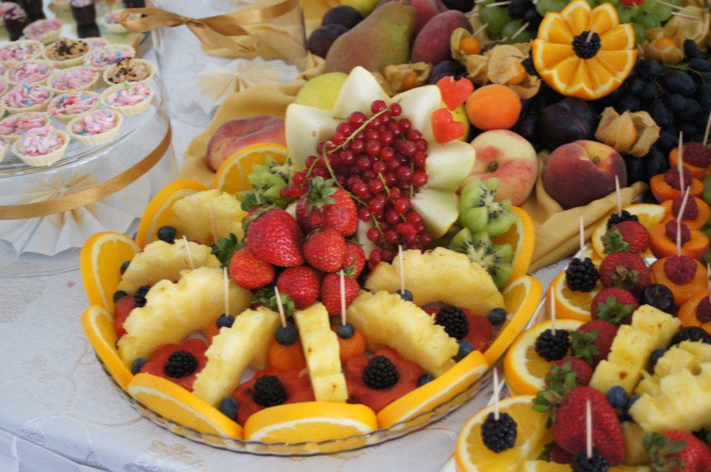 owocowe dekoracje, fruit bar, fruit carving na wesele, imprezę firmową, bankiet, konferencję, event