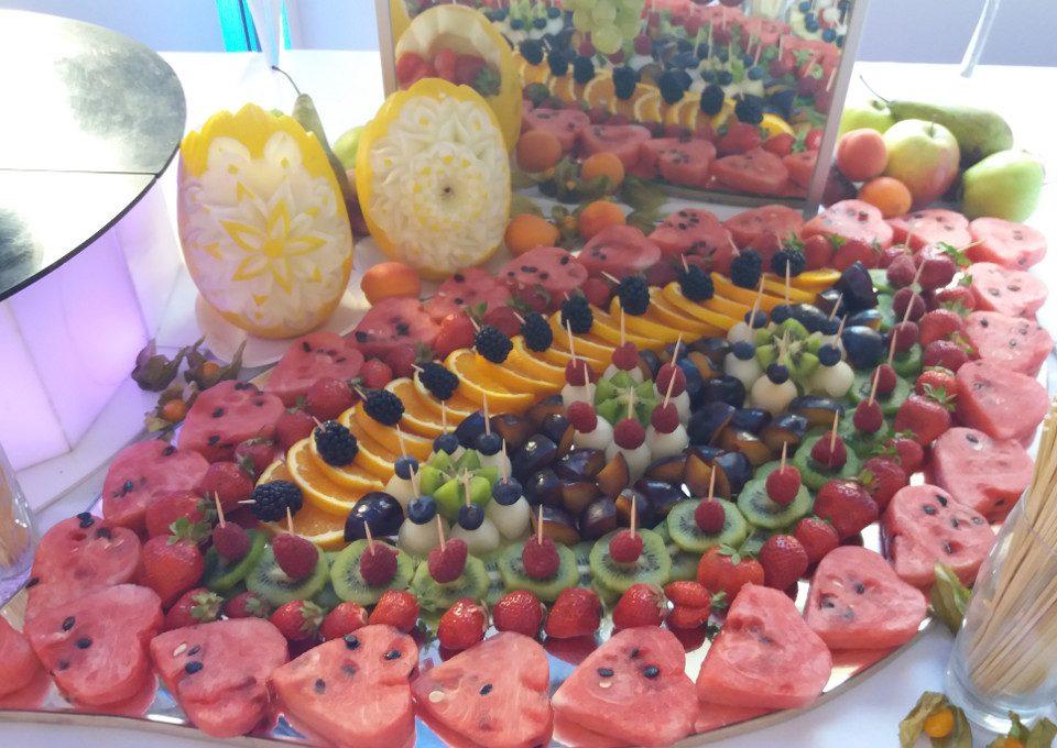 dekoracje owocowe, bufet owocowy, stół owocowy, carving