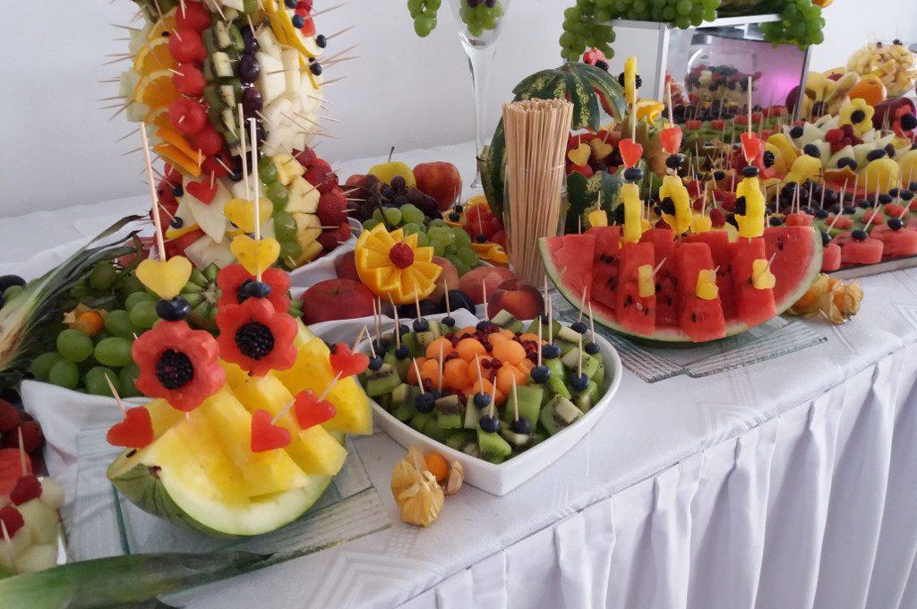 dekoracje owocowe, stół owocowy, fruit carving, fruit bar na wesele, bankiet, event
