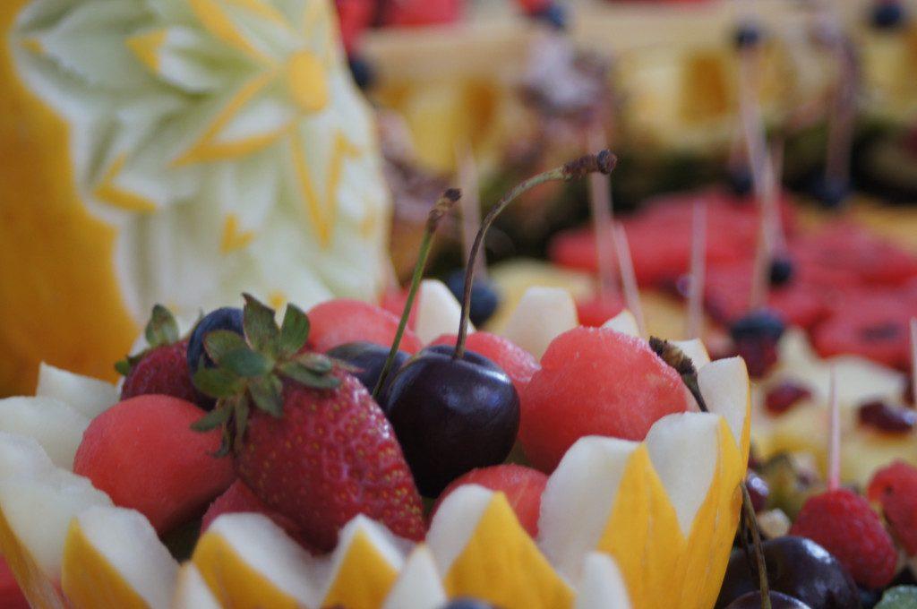dekoracje owocowe, stoły z owocami, Kalisz