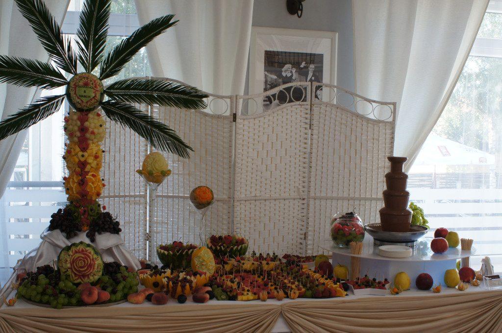 fontanna czekoladowa, stół z owocami, fruit carving, bar owocowy na bankiet, wesele, imprezę firmową, event